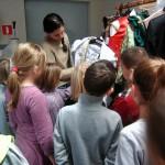 Wizyta uczniów podstawówki w teatrze.