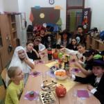 Zabawa z przebraniami w szkole podstawowej